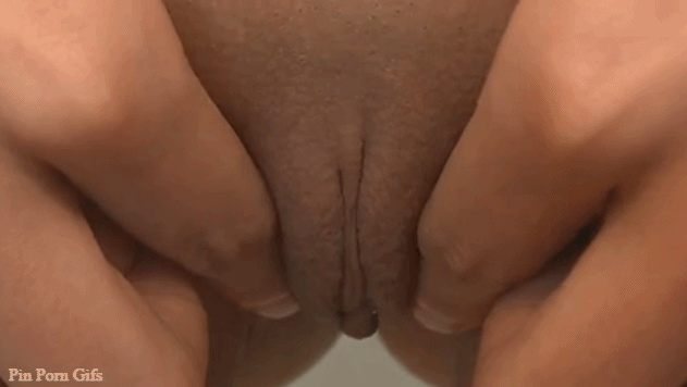 girl fingring in pussy
